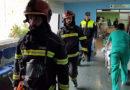 El Hospital Juan Ramón Jiménez evacua una unidad de hospitalización completa en un simulacro de incendio