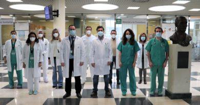 El Hospital Juan Ramón Jiménez impulsa la creación de una escuela para pacientes Covid y sus familias