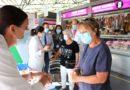El Hospital Juan Ramón Jiménez y la FOE sensibilizan en el mercado del Carmen de la importancia del lavado de manos